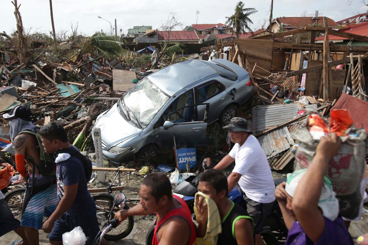 Následky tajfunu Haiyan ve filipínském Taclobanu