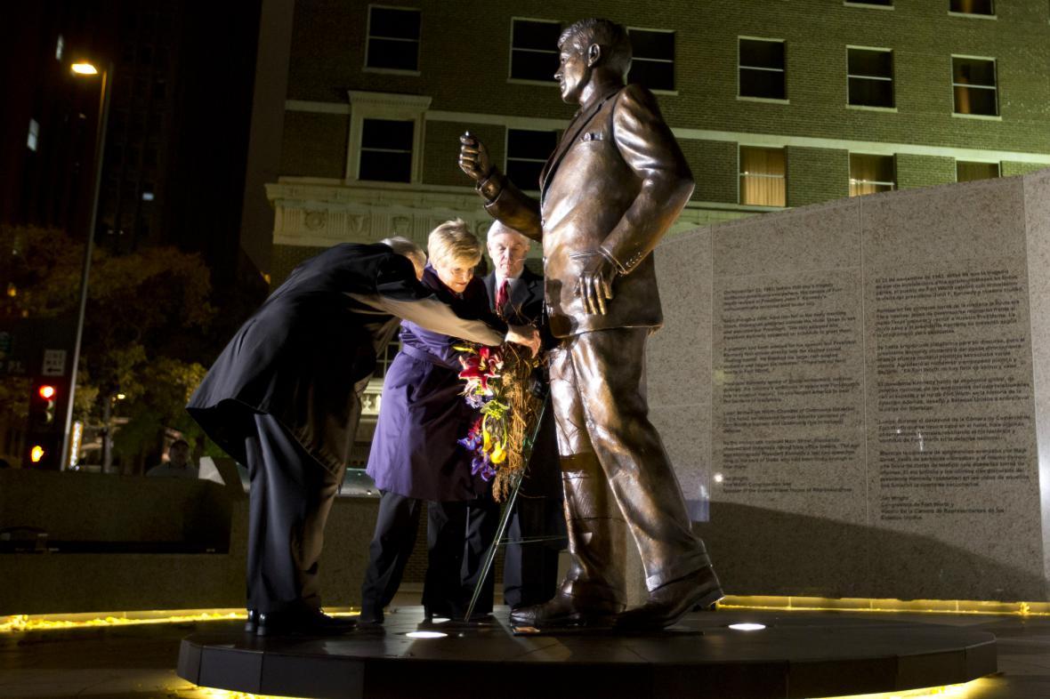 USA si připomněly 50. výriočí atentátnu na Kennedyho