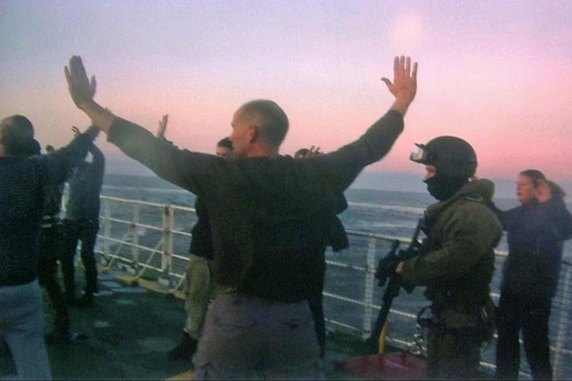 Zadržení aktivistů Greenpeace na lodi Arctic Sunrise