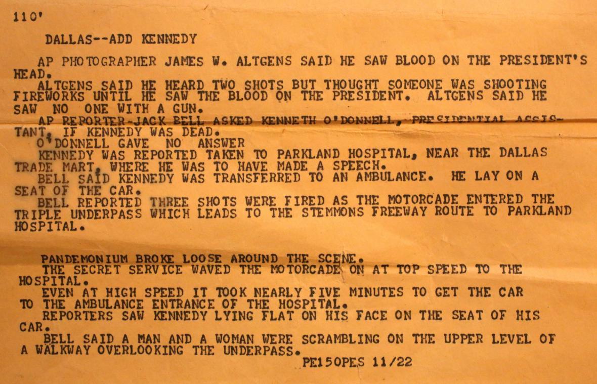 Zpráva o atentátu na Kennedyho (AP)
