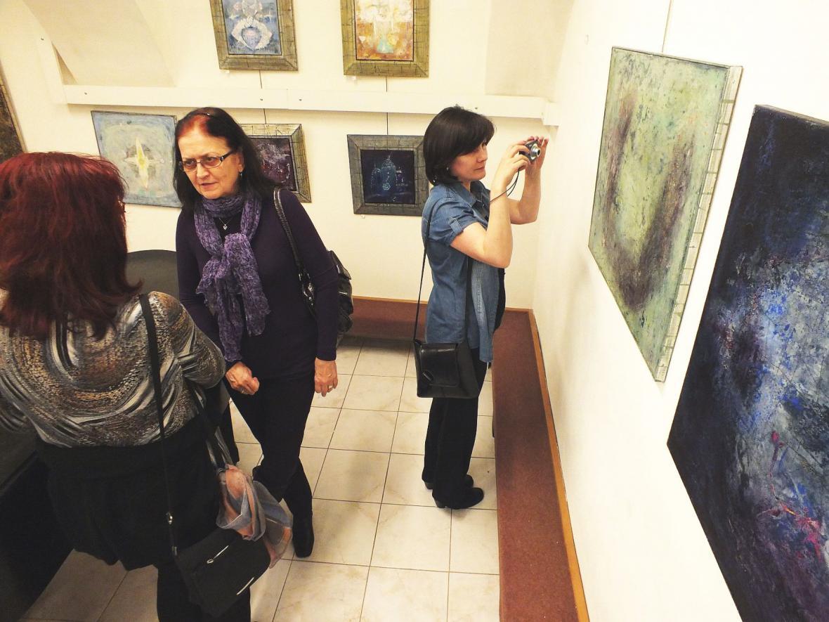 Z vernisáže výstavy Boženy Rossí v Boskovicích