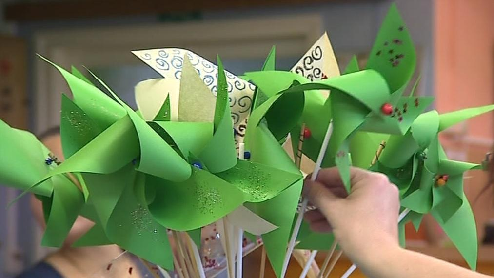 Výtěžek z prodeje větrníků poputuje na pomůcky pro slané děti