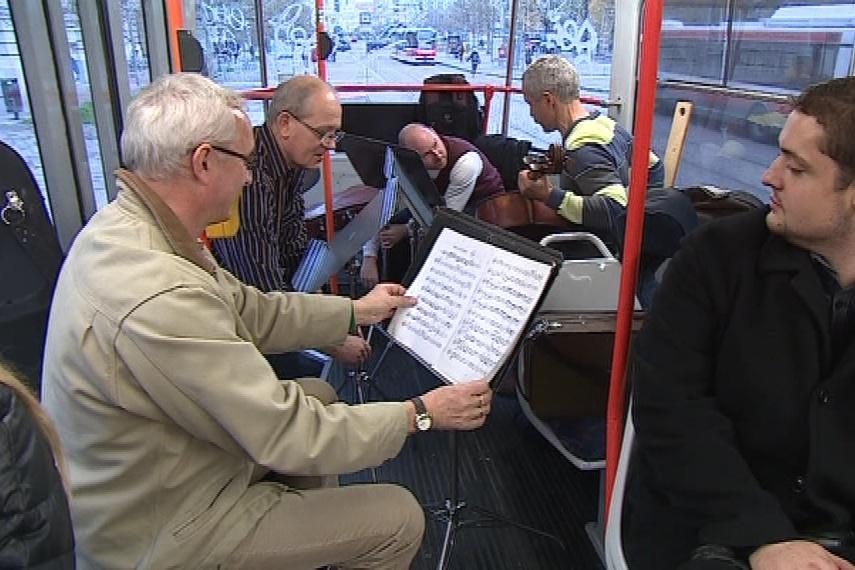 Koncert vážné hudby v brněnské tramvaji
