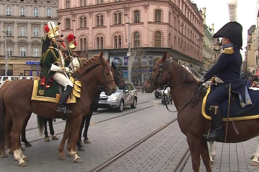 Obraz ráno převezli napoleonští vojáci k Mohyle míru
