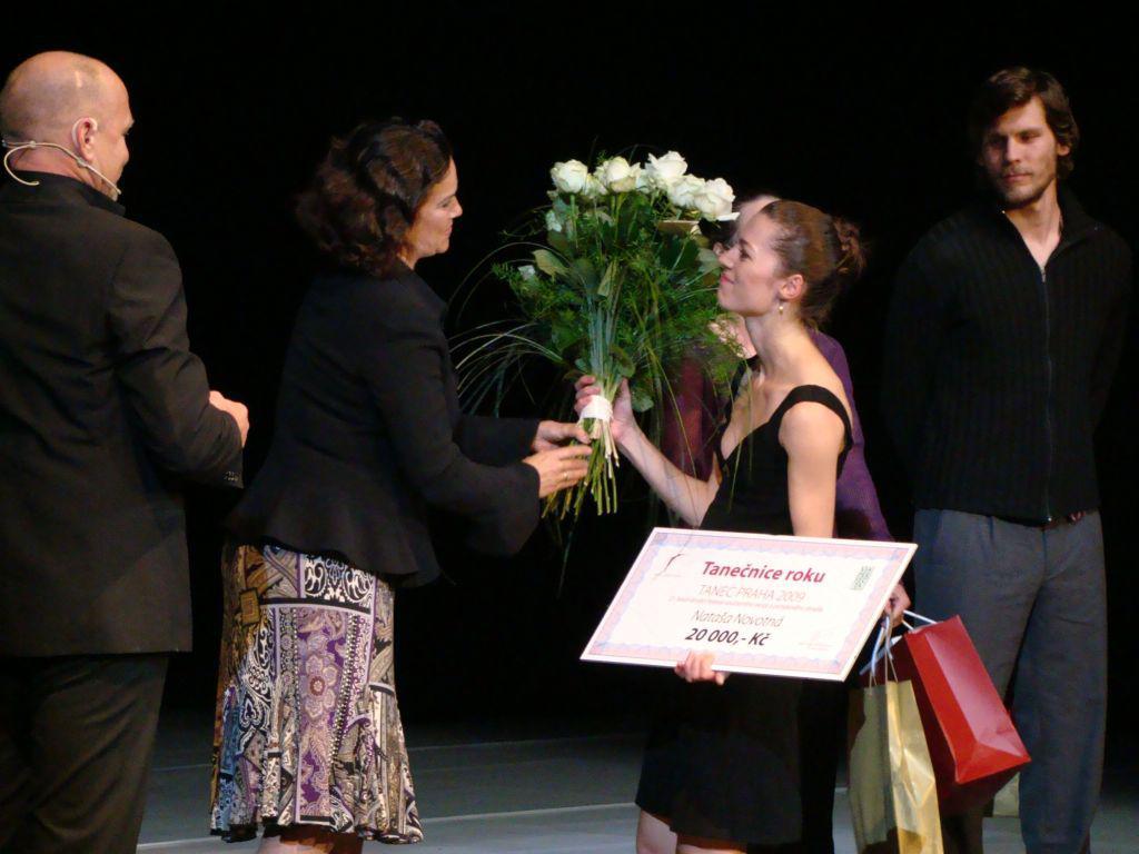 Nataša Novotná přebírá cenu Tanečnice roku