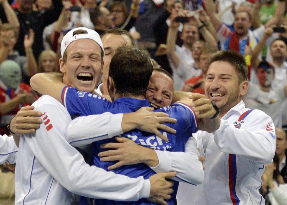 Radost českých tenistů po výhře v Davis Cupu
