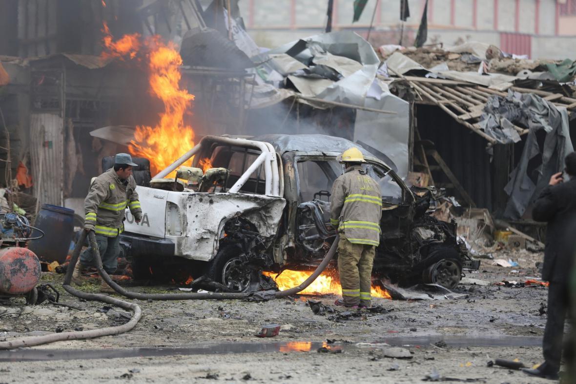 Následky atentátu v Kábulu