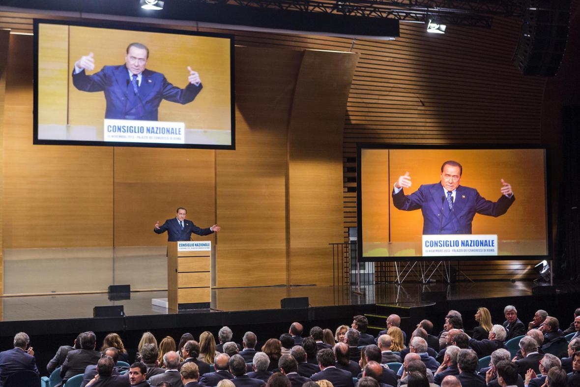 Silvio Berlusconi na stranickém sjezdu