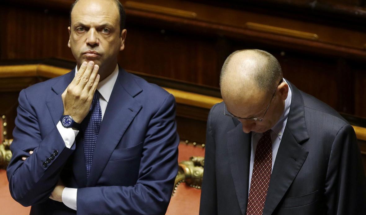 Italský premiér Enrico Letta (vpravo) a Angelino Alfano