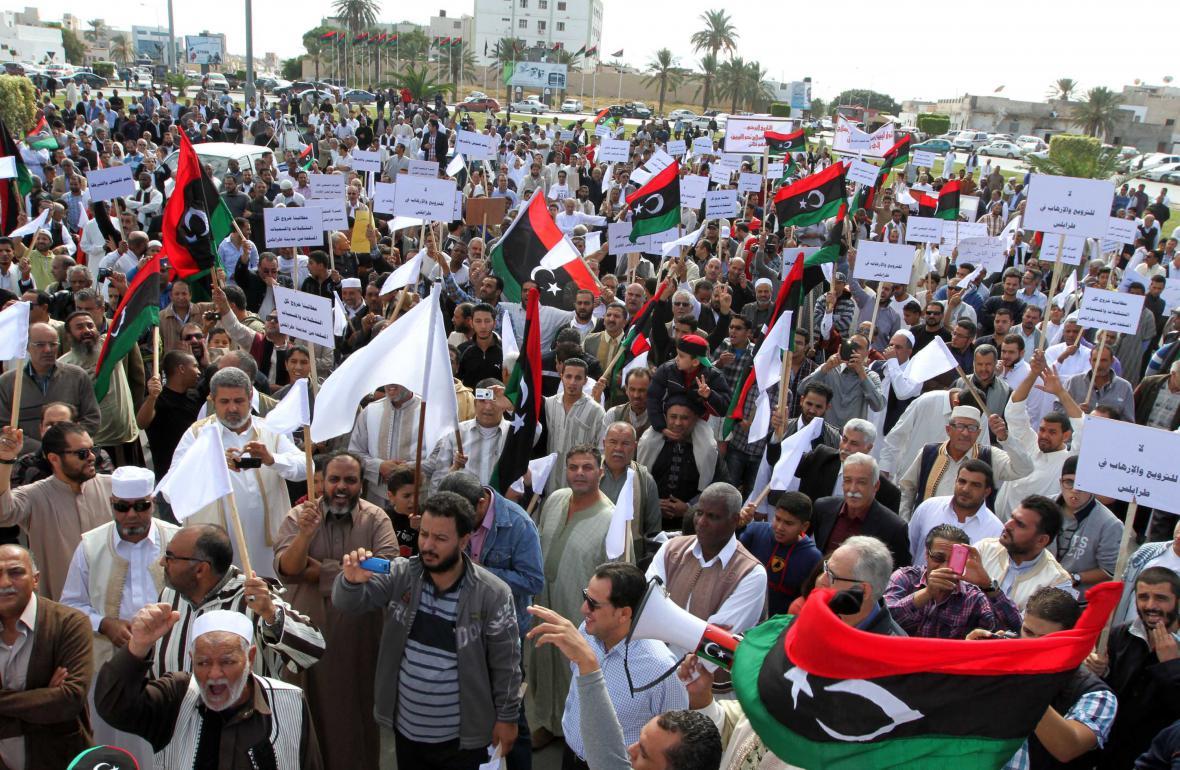 Demonstrující Libyjci