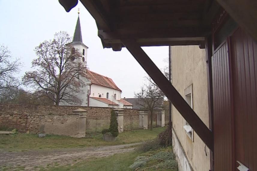 Horní Dubňany mají jako dominantu Kostel sv. Petra a Pavla