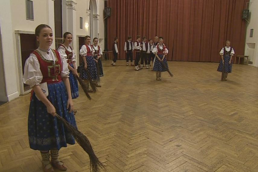 V současnosti Javorníček navštěvují asi dvě stovky tanečníků