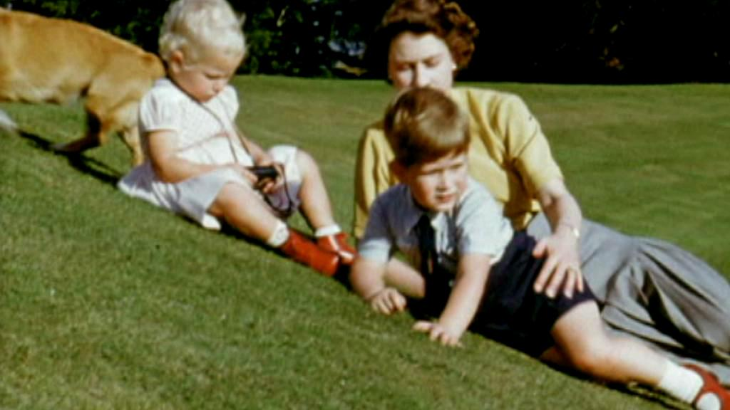 Soukromé záběry z dětství prince Charlese