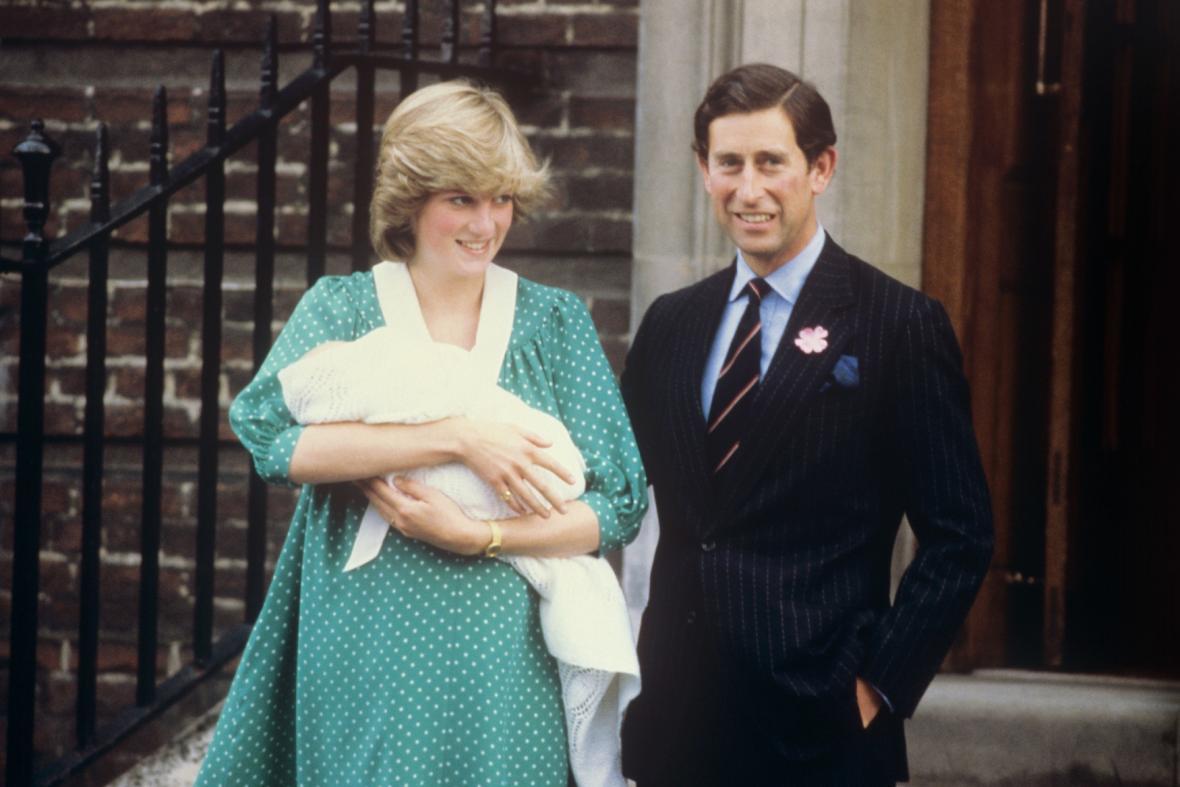 Diana a Charles s malým Williamem před nemocnicí Svaté Marie
