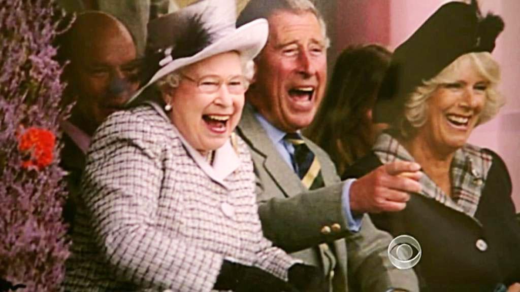 Královna Alžběta II., princ Charles a jeho manželka Camilla