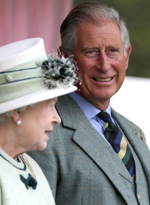 Královna Alžběta II. a princ Charles