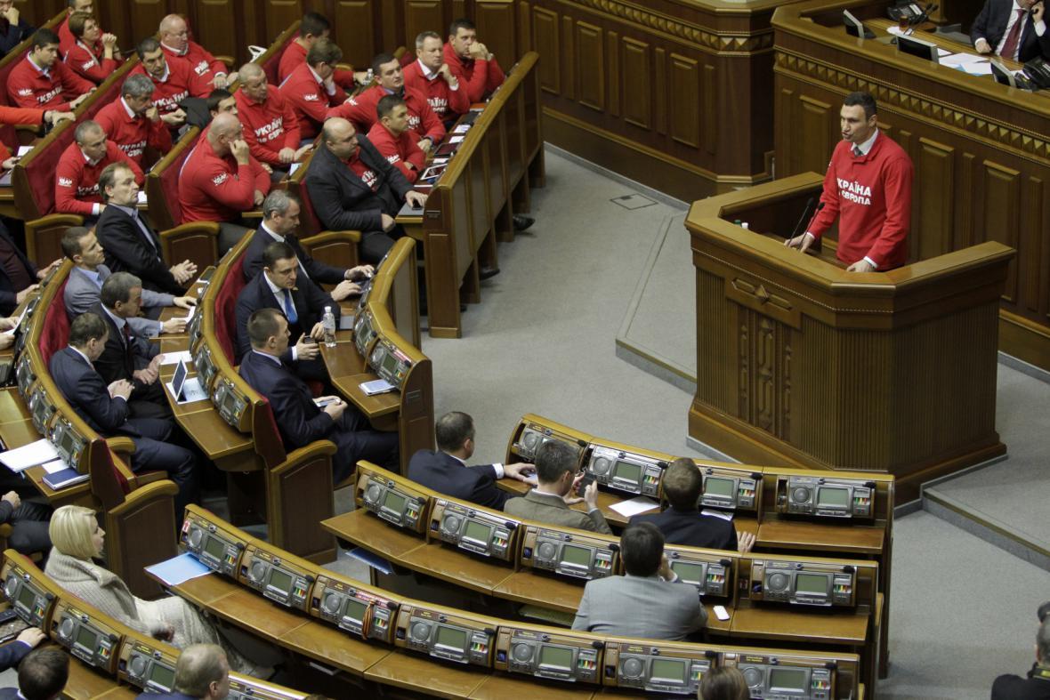 Ukrajinský parlament rozhoduje o novém zákoně
