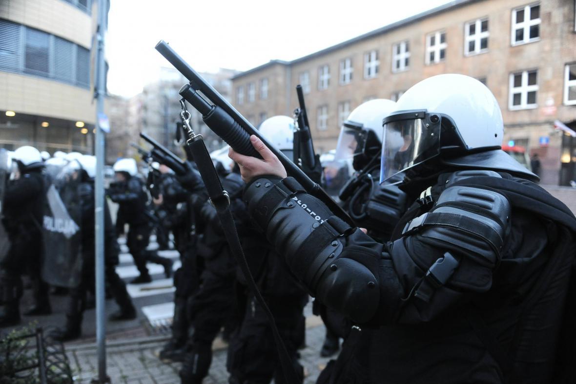 Policie zasahuje proti výtržníkům v centru Varšavy