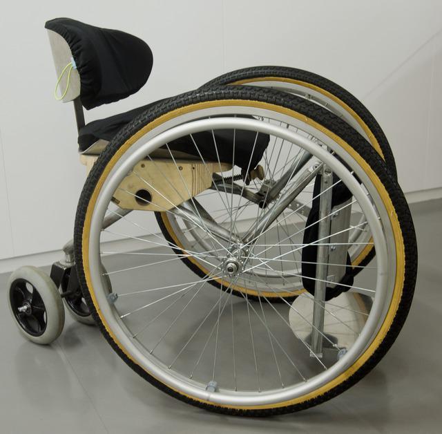 Věra Kunhartová / polohovací ortopedický vozík Seiza