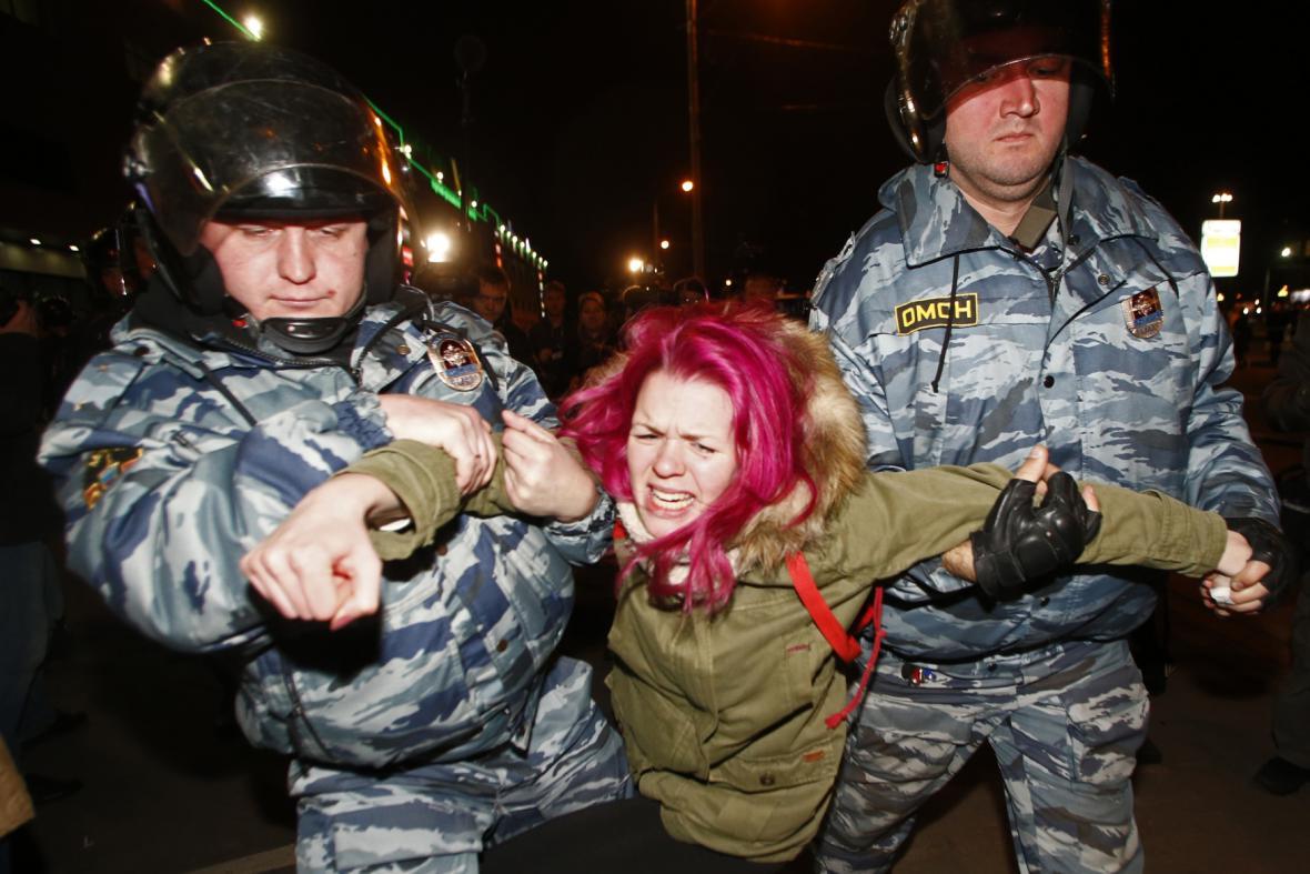 Policejní zásah při protestu proti imigrantům