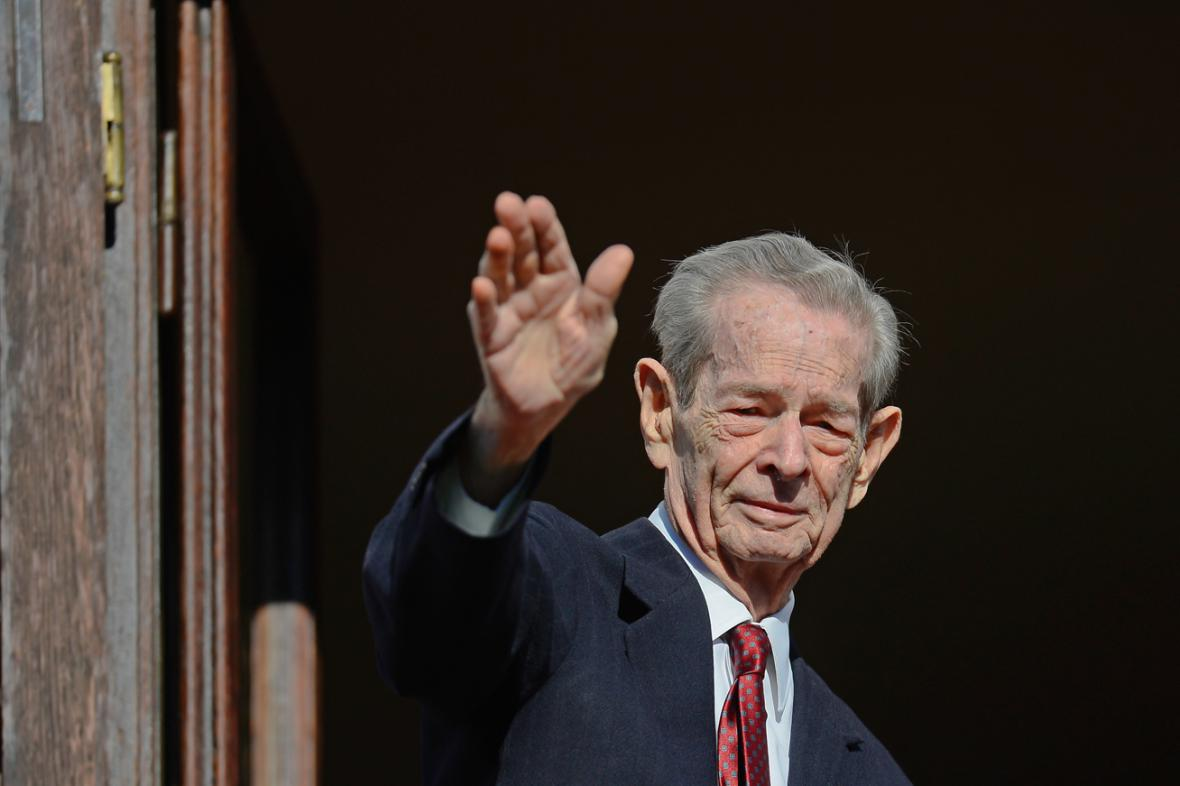 Bývalý rumunský král Michal I. zdraví své příznivce
