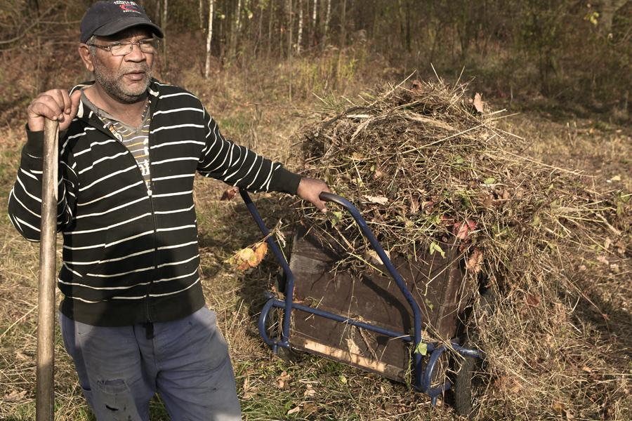 Opavský Rom pracuje po rekvalifikaci jako zahradník