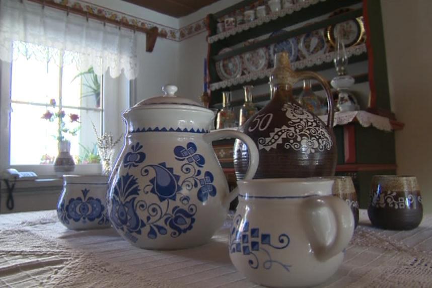 Ornamenty se objevují i na lidové keramice
