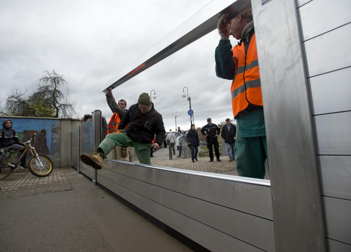 Stavba mobilních protipovodňových hrází