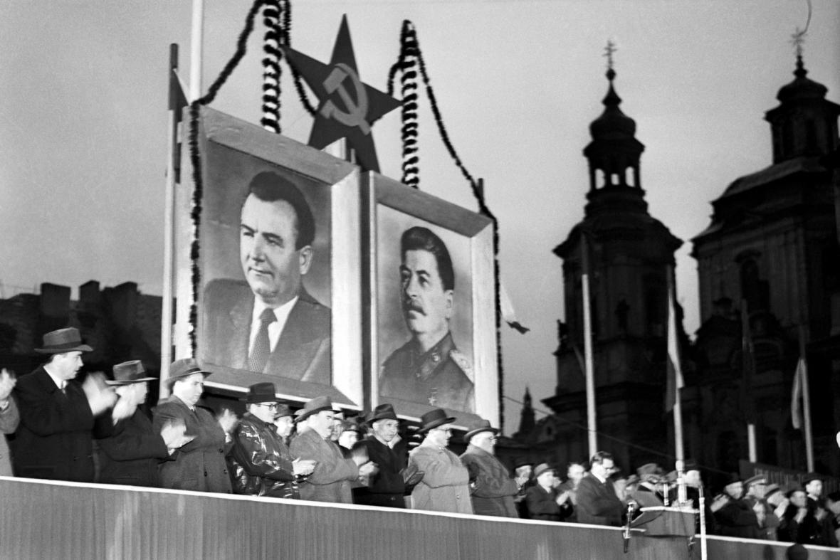 Oslavy VŘSR v roce 1952 v Praze