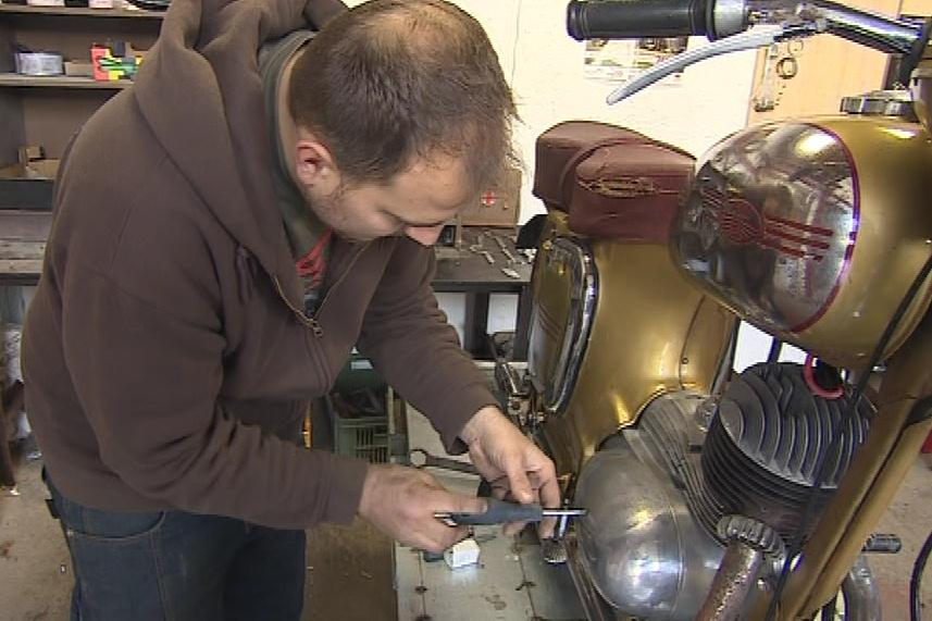 Opravář motorek Petr Burian