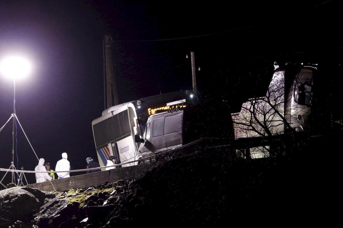 Útočník ubodal v norském autobusu tři lidi