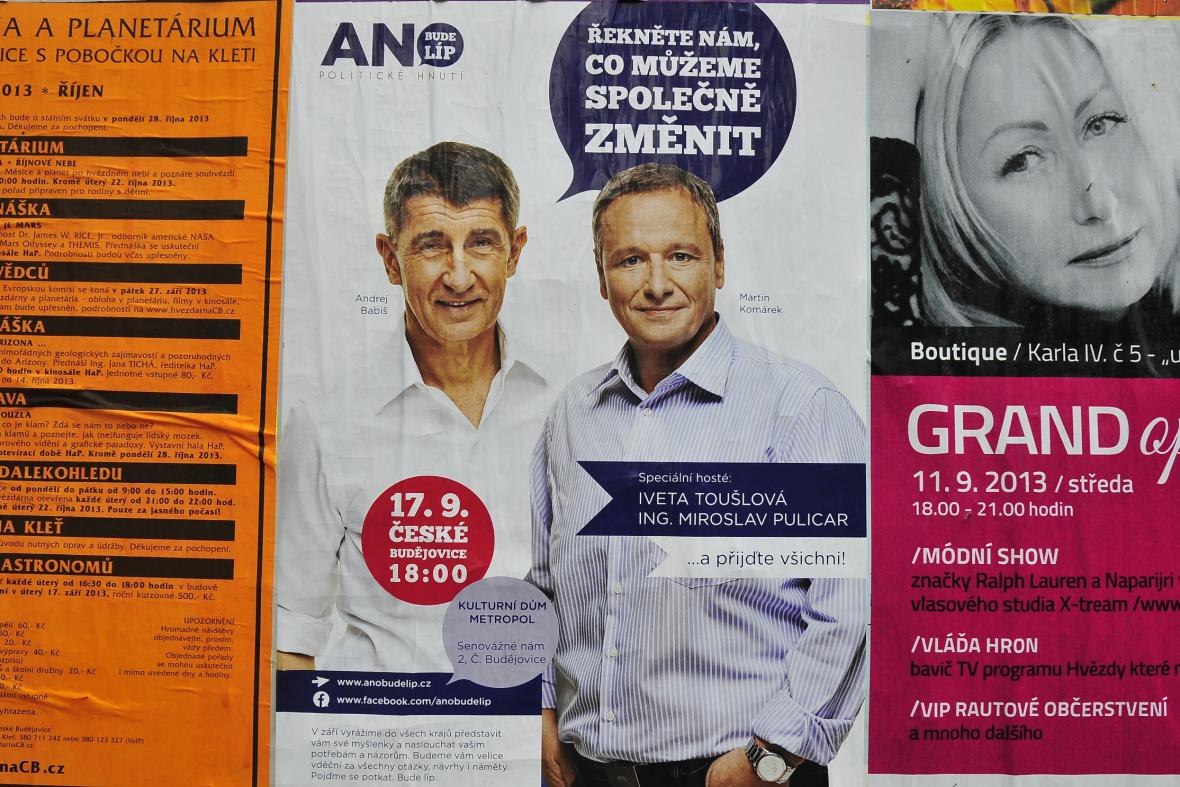 Andrej Babiš a Martin Komárek na plakátech hnutí ANO