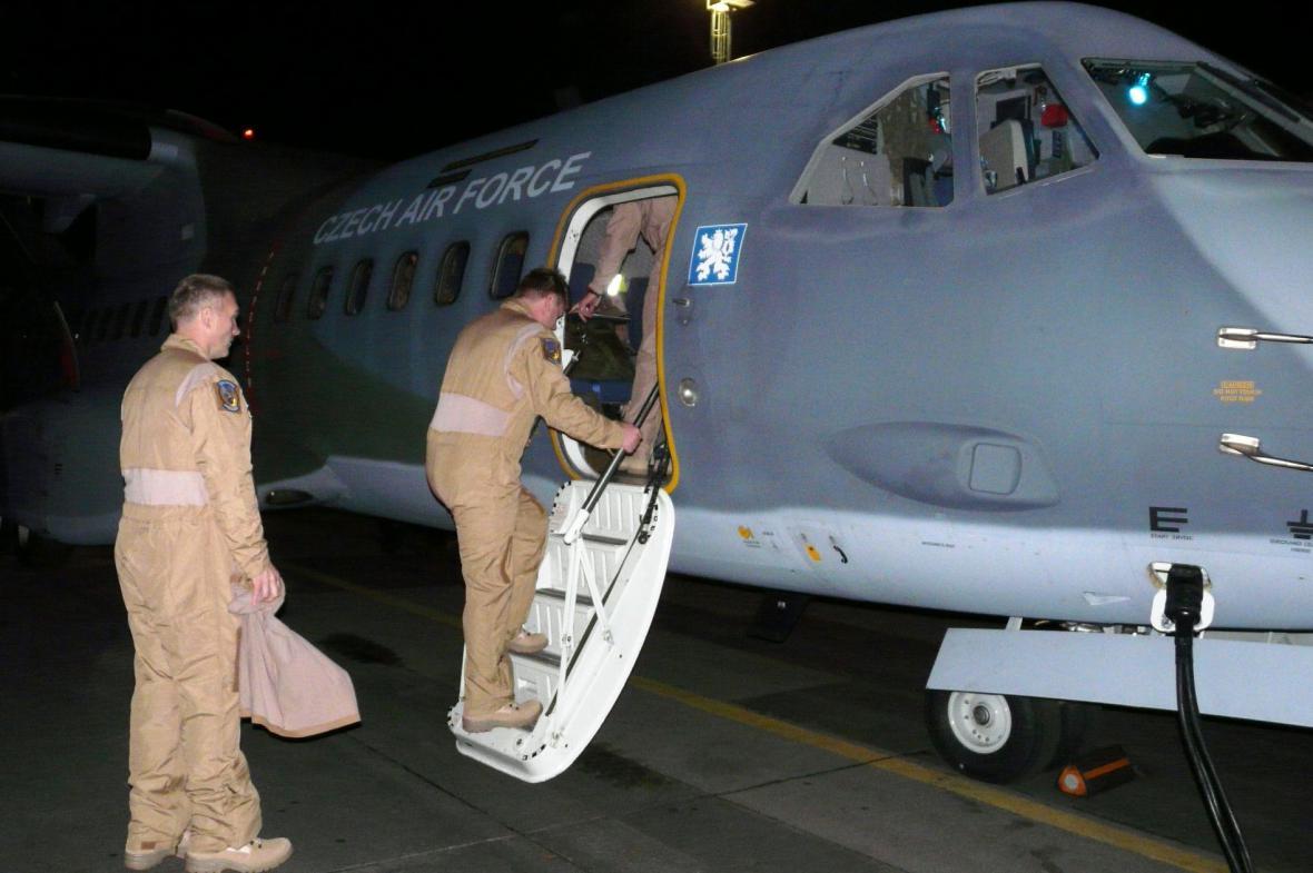 Čeští vojáci odletěli na Sinaj, zapojí se do mise MFO
