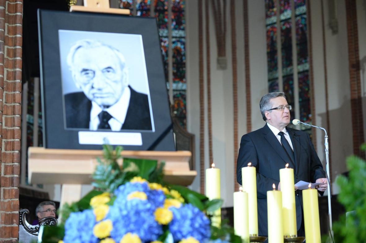 Na pohřbu Tadeusze Mazowieckého promluvil i polský prezident Bronislaw Komorowski