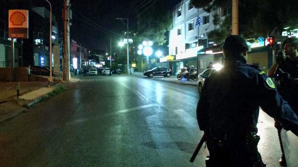 Policie před sídlem Zlatého úsvitu v Aténách