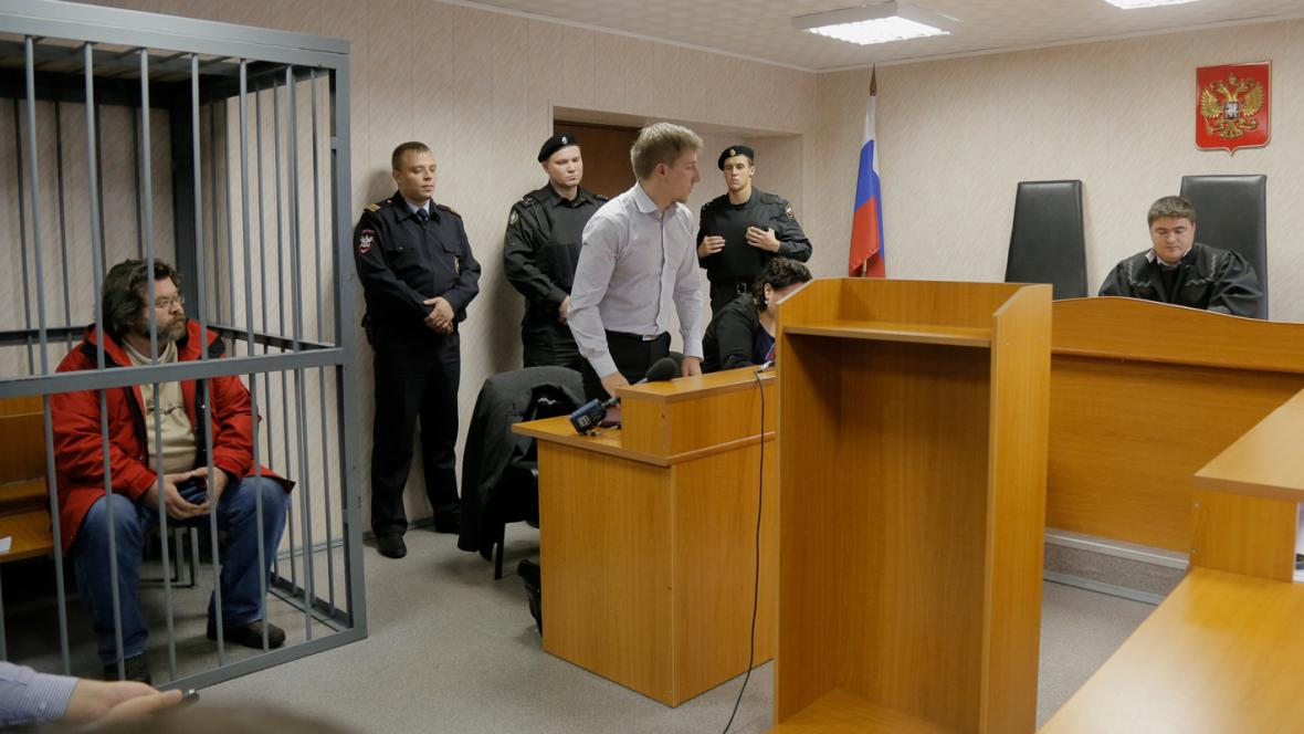 Aktivista Greenpeace Roman Dolgov před soudem