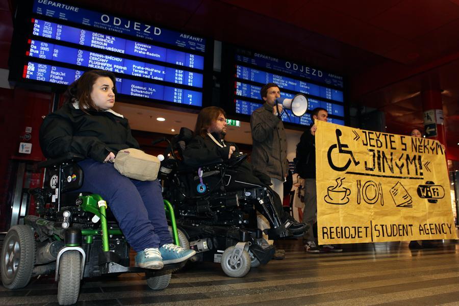 Protest vozíčkářů proti společnosti RegioJet