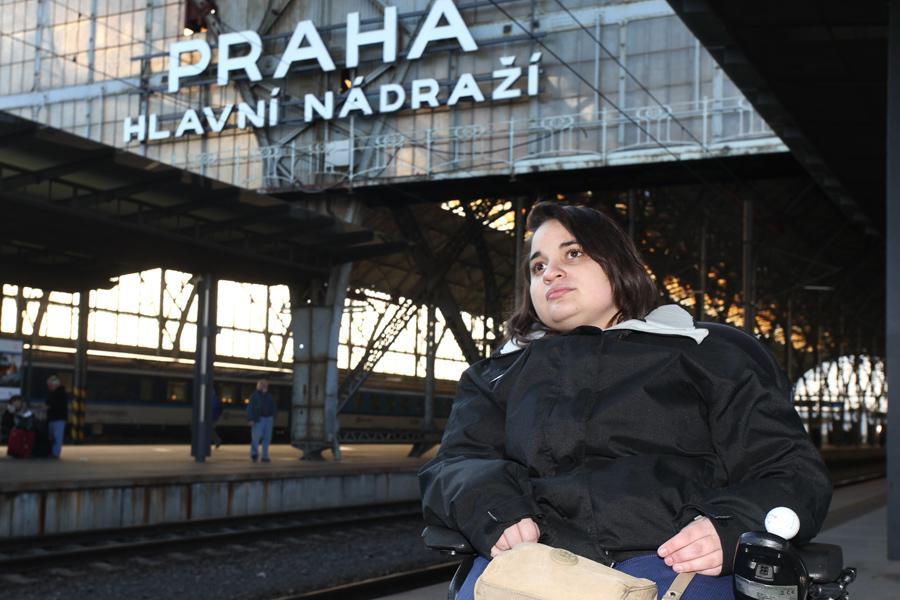 Vozíčkář na nádraží