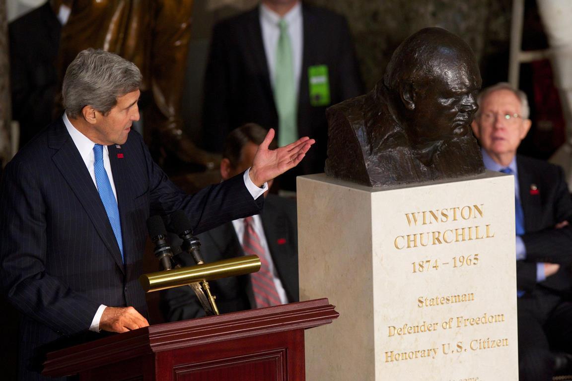 Busta Winstona Churchilla ve Washingtonu