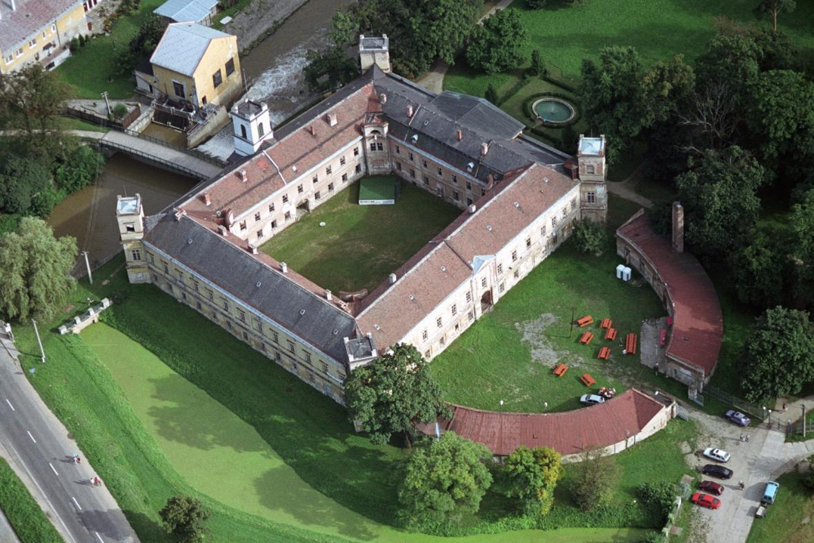 Letecký pohled na zámek ve Veselí nad Moravou