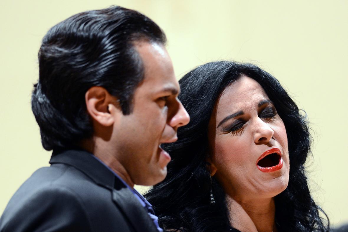 Rumusnká sopranistka Angela Gheorghiuová a brazilský tenorista Atall Ayan