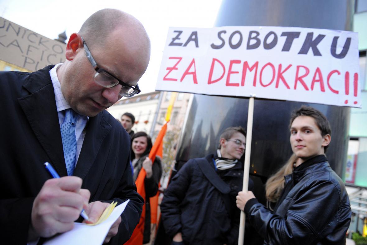 Demonstrace na podporu předsedy ČSSD Sobotky