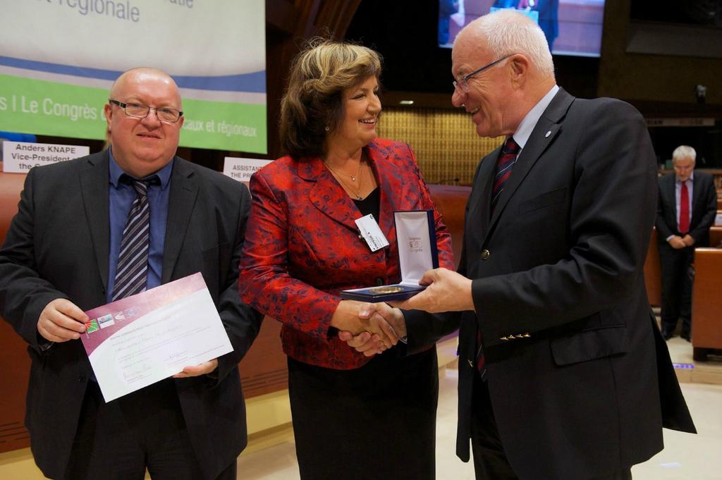Drahomíra Miklošová při přebírání ceny ve Štrasburku