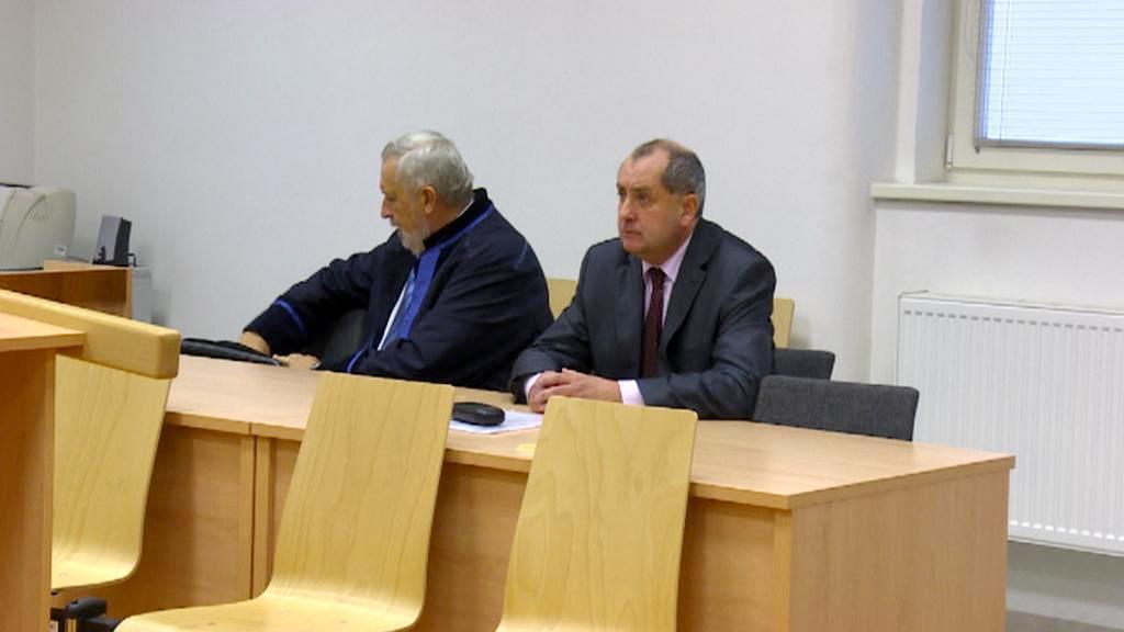 Petr Pospíchal (vpravo) u soudu