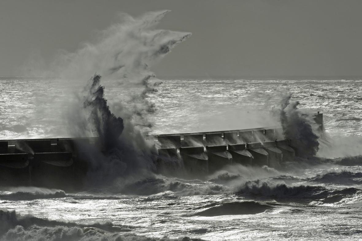 Superbouře na jižním britském pobřeží