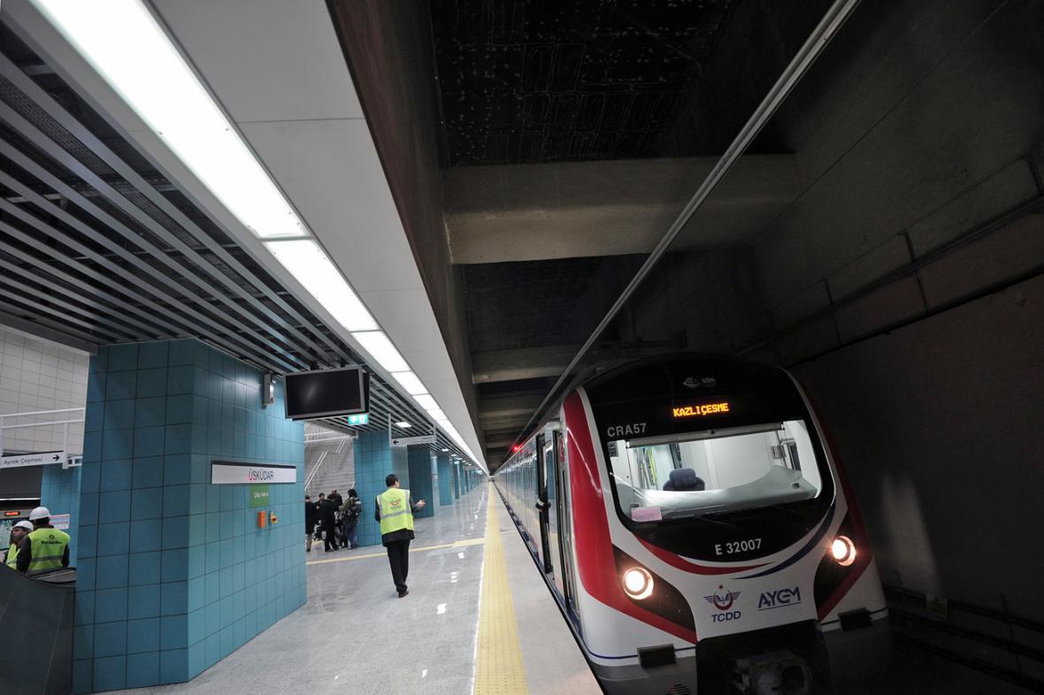Pod Bosporem otevřeli železniční tunel