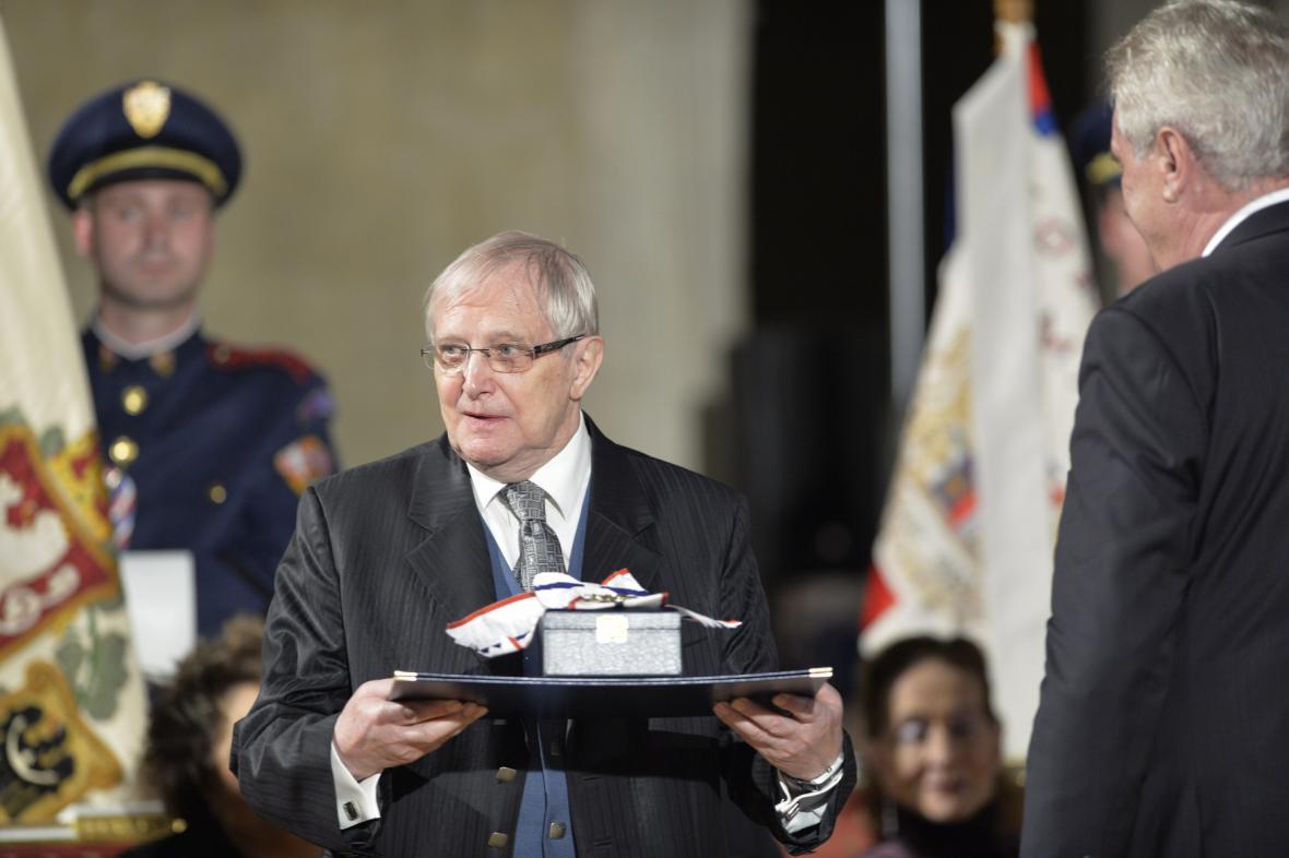 Jiří Suchý obdržel řád TGM