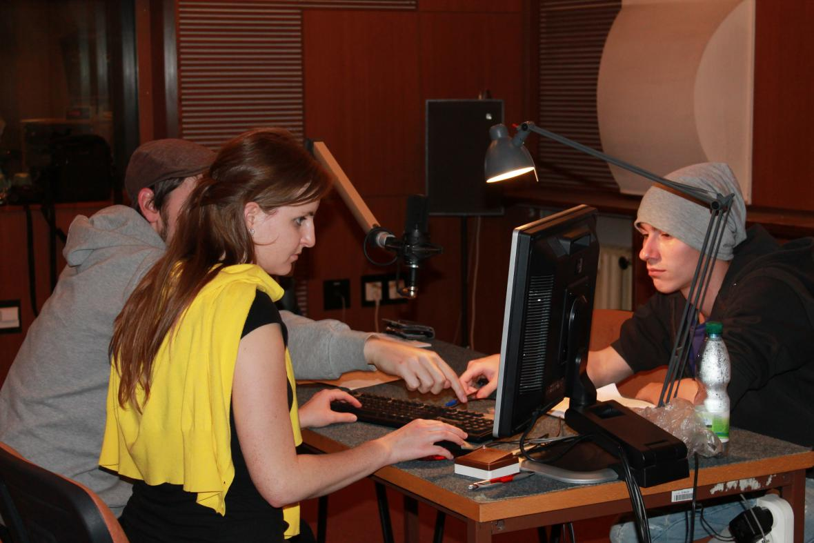 Studenti při natáčení Pauzičky