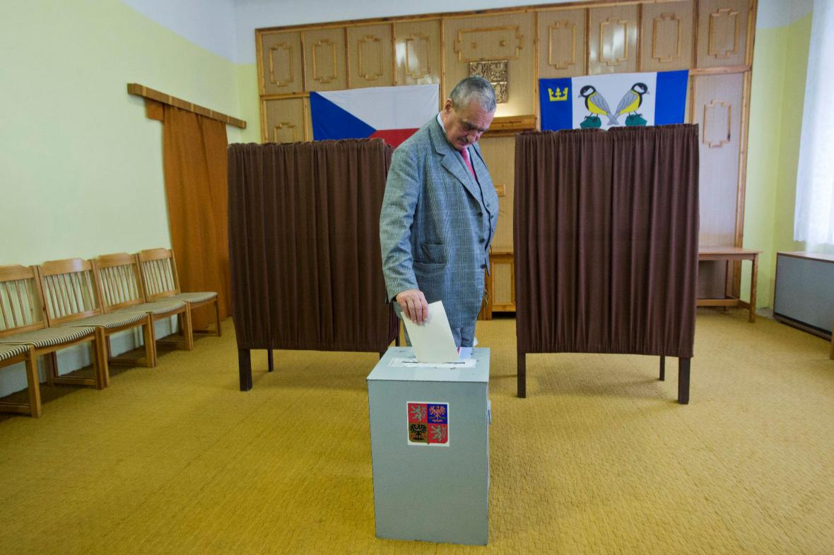 Karel Schwarzenberg u voleb