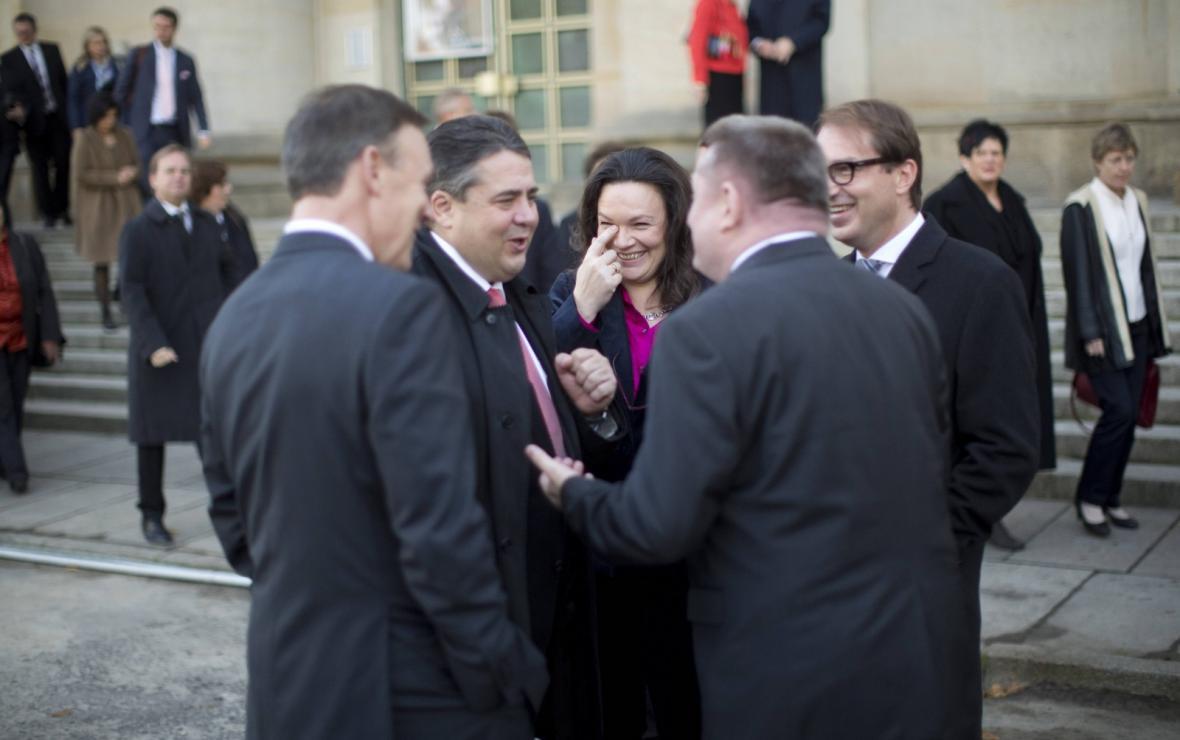Zástupci SPD před jednáním o velké koalici